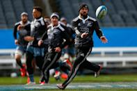 New Zealand All Blacks' Cory Jane passes the ball during the Captain's Run at Soldier Field in Chicago, Illinois, on October 31, 2014 (AFP Photo/Phil Walter)