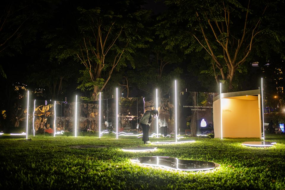 Between Two Worlds by Quarters Architects at Light to Night Festival 2020: Invisible Cities in Singapore. (PHOTO: National Gallery Singapore)