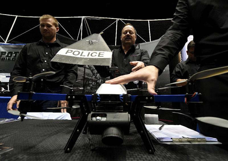 Consultants from Flyspan Solutions demonstrate a drone intended for police use, during the first-ever Drone Expo in Los Angeles, California, December 13, 2014 (AFP Photo/Mark Ralston)