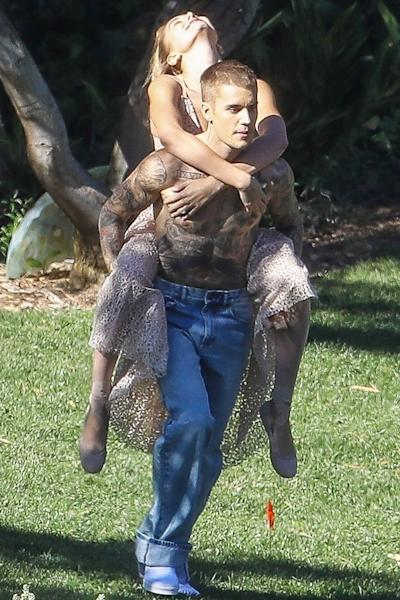 Justin Bieber Gives Hailey Baldwin to a Shirtless Piggyback Ride