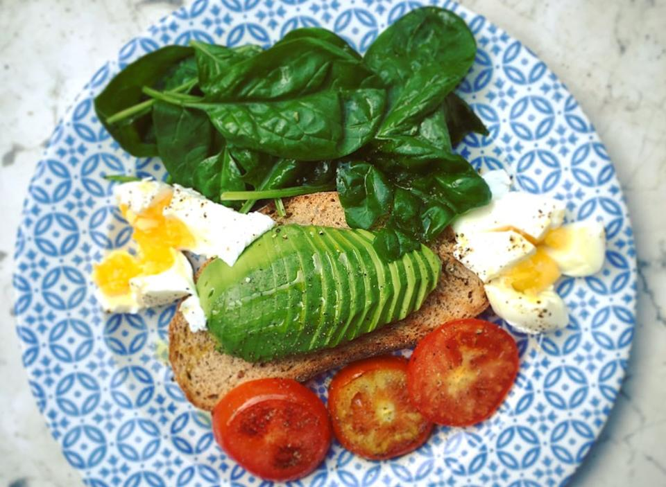 Avocado toast egg spinach tomato