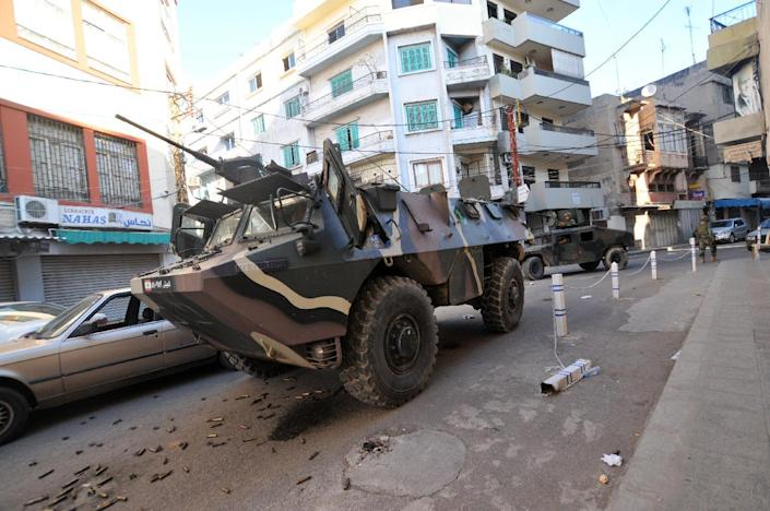 Lebanese armed forces drive an armored vehicle during clashes with gunmen on October 25, 2014 in Tripoli (AFP Photo/Ibrahim Chalhoub)