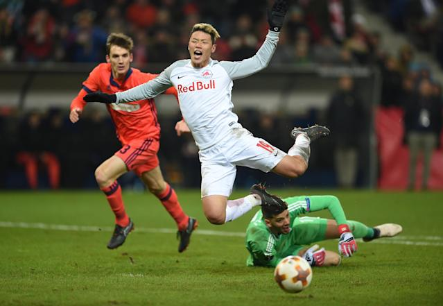 Soccer Football - Europa League Round of 32 Second Leg - RB Salzburg vs Real Sociedad - Red Bull Arena Salzburg, Salzburg, Austria - February 22, 2018 RB Salzburg's Hwang Hee-chan is fouled by Real Sociedad's Geronimo Rulli and as a result penalty is awarded REUTERS/Andreas Gebert