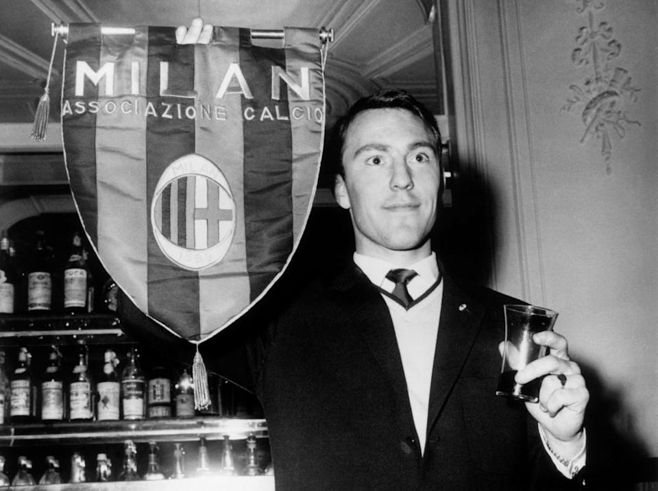 Jimmy Greaves holds a Milan pennant during a visit to the club in 1961 before his transfer.