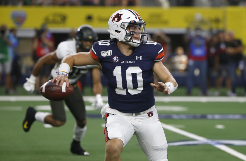 Auburn quarterback Bo Nix (10) throws downfield against Oregon during the first half of an NCAA college football game, Saturday, Aug. 31, 2019, in Arlington, Texas. (AP Photo/Ron Jenkins)