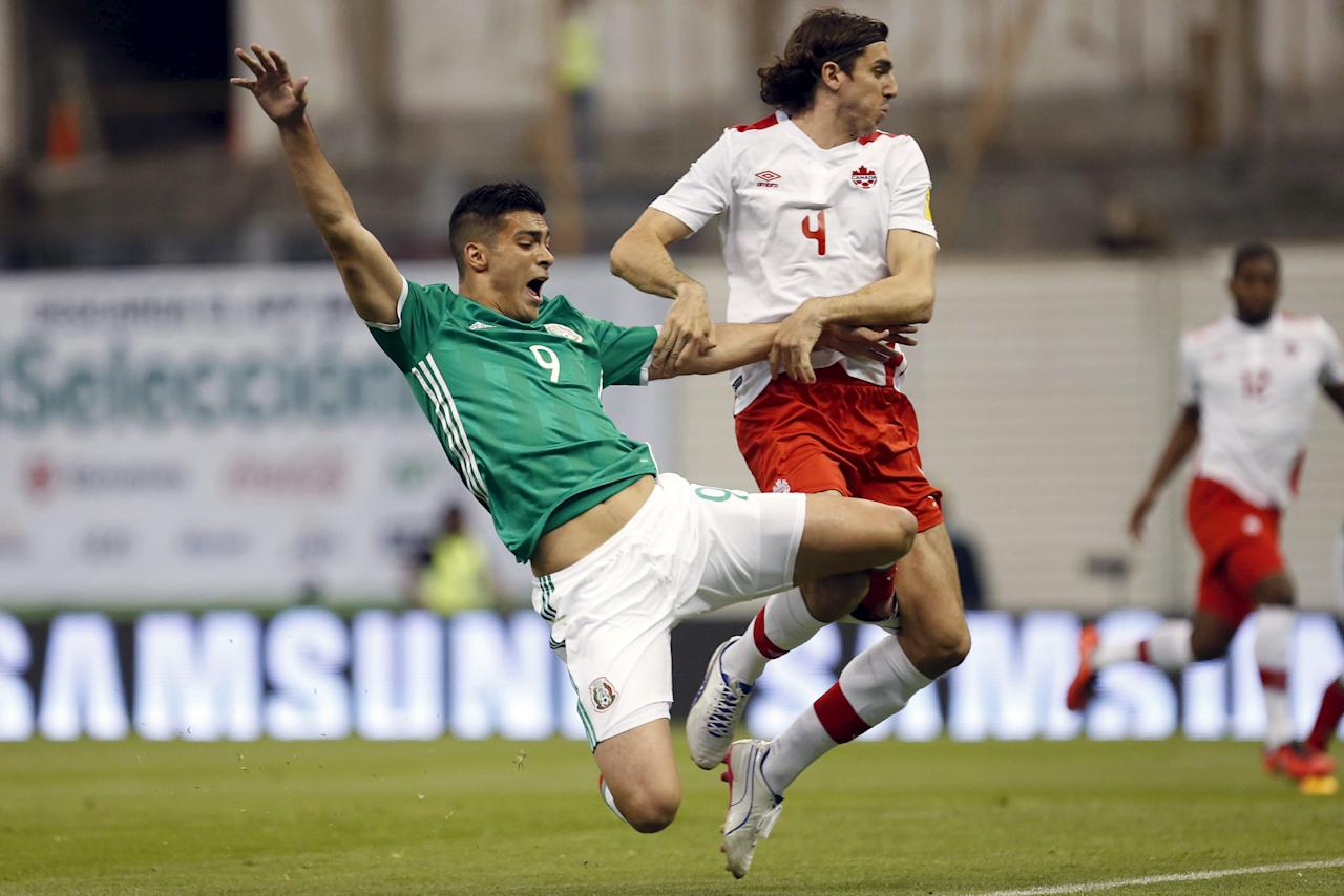 Football Soccer - Mexico v Canada - World Cup 2018 Qualifier - Azteca Stadium, Mexico City, Mexico - 29/3/16. Raul Jimenez of Mexico is fouled for Dejan Jakovic of Canada. REUTERS/Edgard Garrido