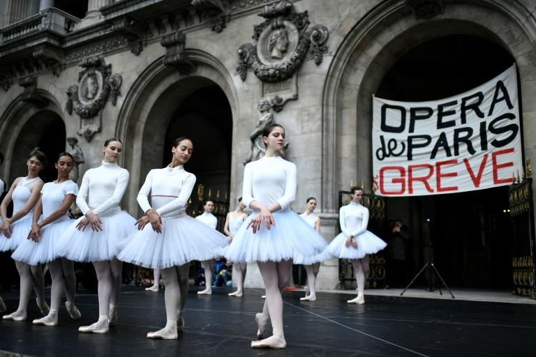 All out: Striking dancers from the Paris Opera perform on the steps of the Opera Garnier in the French capital on Christmas Eve (AFP Photo/STEPHANE DE SAKUTIN)