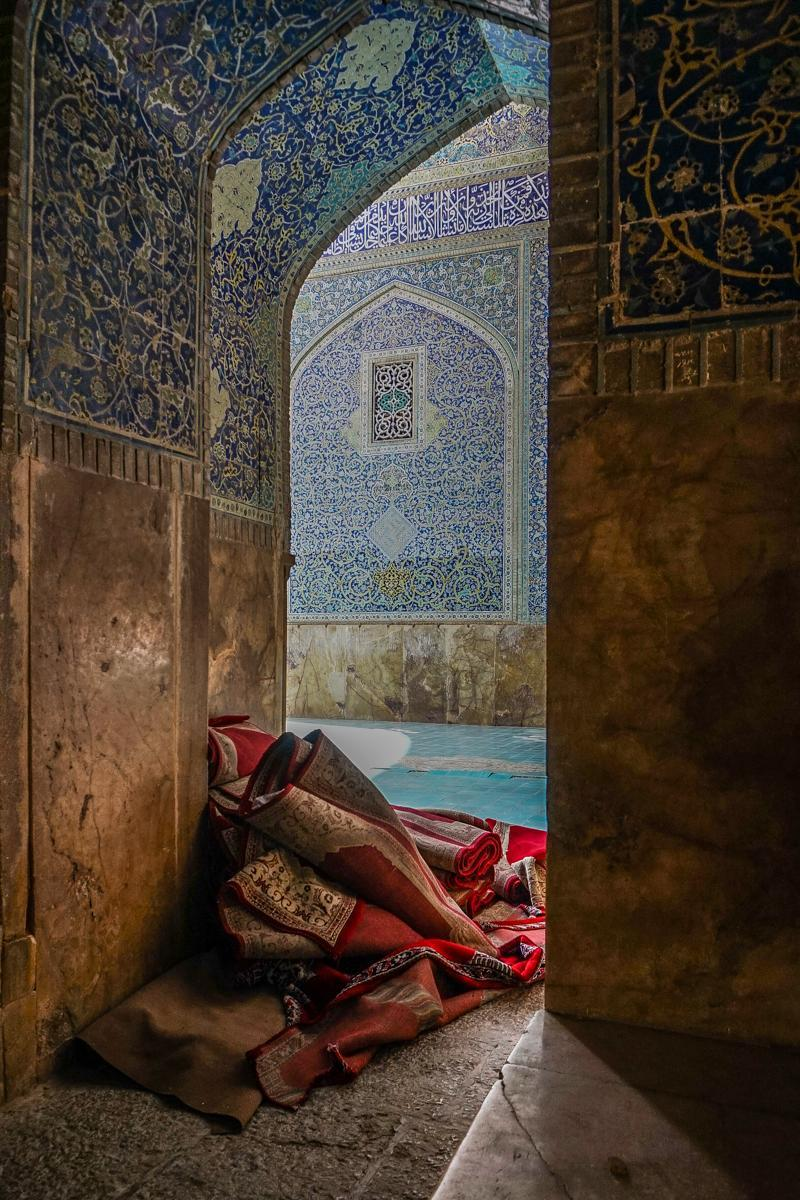 <p>Photographers from all around the world submitted their entries, each with a different approach to light, composition and detail. (Historic Photographer of the Year) </p>
