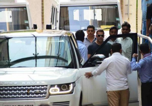 Bollywood's 'Bhai' loves Range Rovers considering he is currently onto his second one and both of them finished in his signature white colour.