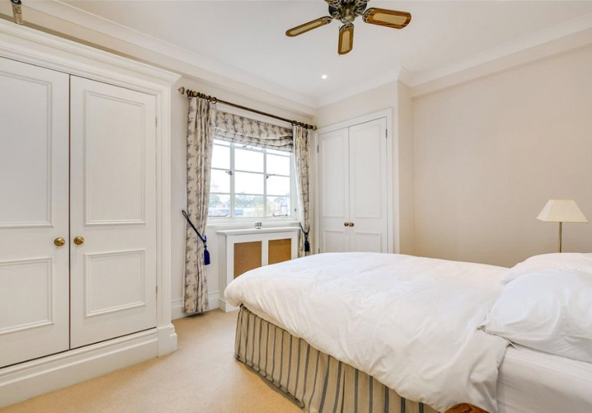 One bedroom boasts a picturesque view (Right Move)