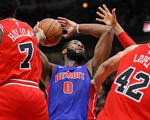 Andre Drummond (C) of the Detroit Pistons rebounds between Justin Holiday and Robin Lopez of the Chicago Bulls at the United Center on January 13, 2018 in Chicago, Illinois (AFP Photo/JONATHAN DANIEL)