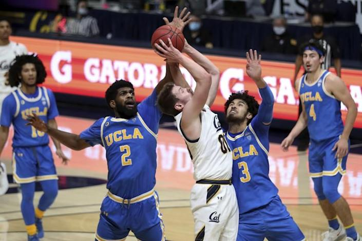 California forward Ryan Betley shoots against UCLA's Cody Riley, left, and Johnny Juzang during the second half of an NCAA college basketball game in Berkeley, Calif., Thursday, Jan. 21, 2021. (AP Photo/Jed Jacobsohn)