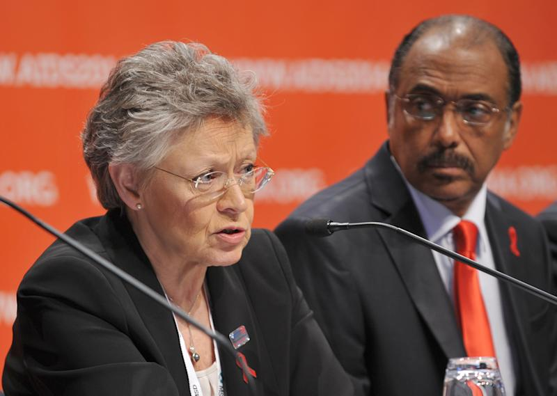 President of the IAS Francoise Barre-Sinoussi (L) speaks alongside UNAIDS Executive Director Michel Sidibe at the International AIDS Conference in Melbourne on July 20, 2014 (AFP Photo/Esther Lim)