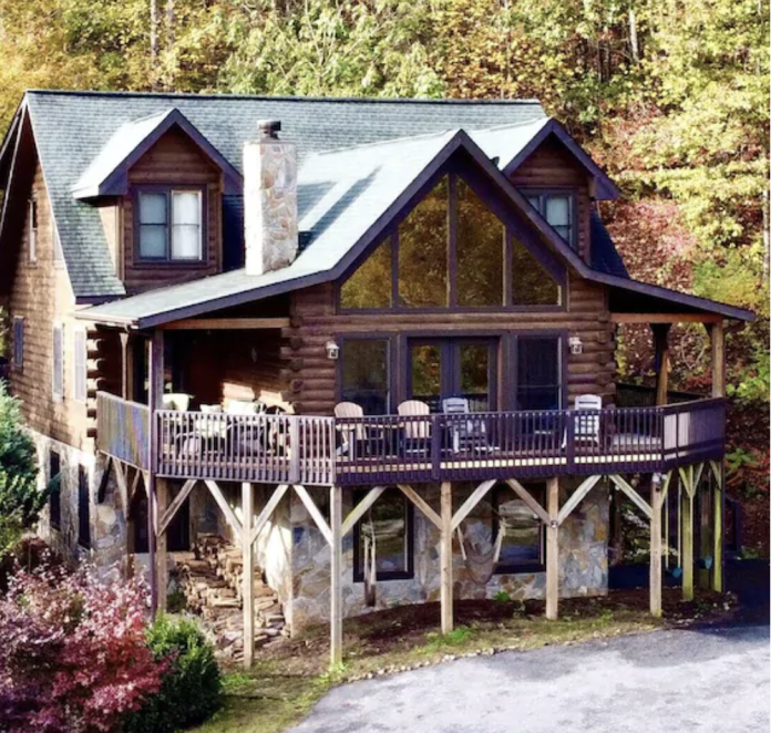 5 bedroom mountain lodge vacation home in Asheville, North Carolina available for rent on Vrbo.