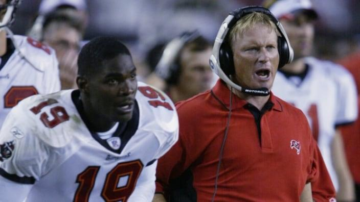 """<a class=""""link rapid-noclick-resp"""" href=""""/nfl/teams/tampa-bay/"""" data-ylk=""""slk:Tampa Bay Buccaneers"""">Tampa Bay Buccaneers</a> wide receiver Keyshawn Johnson (left) and Buccaneers' head coach Jon Gruden during a NFL game against the St. Louis Rams at Raymond James Stadium in Tampa, Florida, in September 2002. (Photo: Andy Lyons/Getty Images)"""