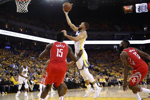Stephen Curry goes up for a shot as the Golden State Warriors thrashed the Houston Rockets 126-85 to take a 2-1 series lead (AFP Photo/EZRA SHAW)