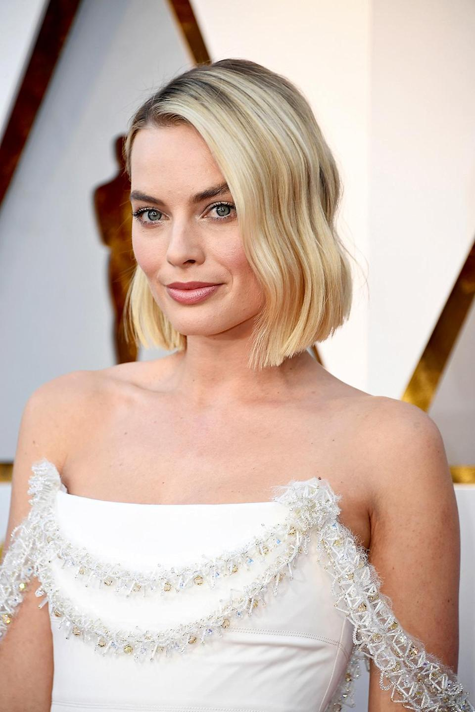 Margot Robbie had some issues with her Chanel dress. (Photo: Frazer Harrison/Getty Images)