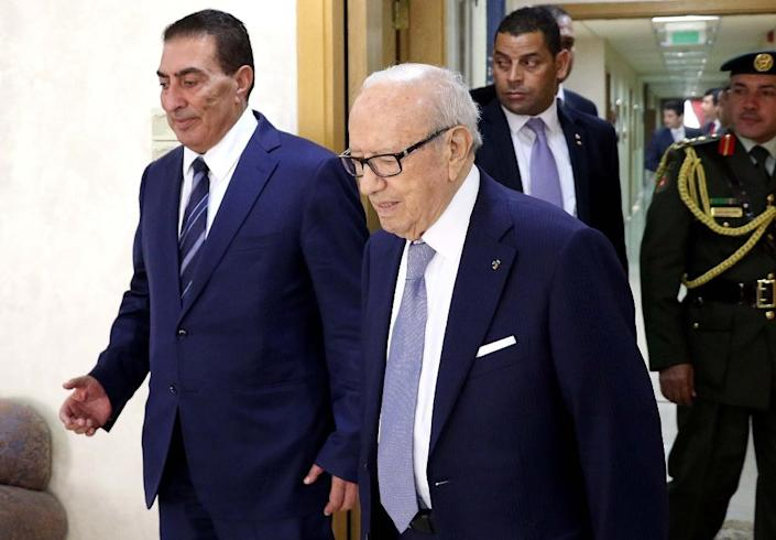 Tunisian President Beji Caid Essebsi (R), photographed in Jordan on October 20, 2015, canceled a planned trip to Switzerland and declared a state of emergency after a bomb exploded in the capital city of Tunis on November 24 (AFP Photo/)