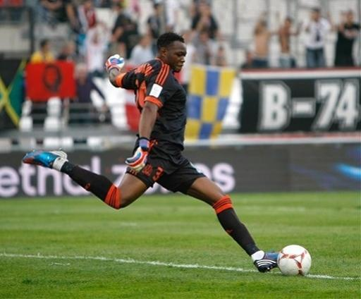 Marseille's French goalkeeper Steve Mandanda in action during the League One soccer match against Evian at the Velodrome stadium, in Marseille, southern France, Sunday, Sept. 23, 2012. (AP Photo/Claude Paris)