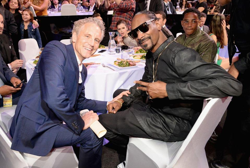 <p>When in the background of a Snoop Dogg photo, always photobomb it. </p>