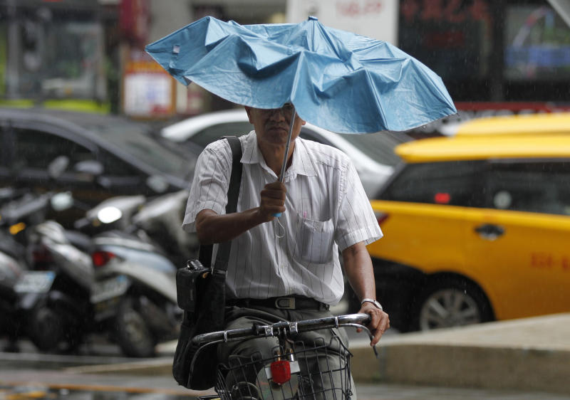 Tropical storm floods western cities in Taiwan