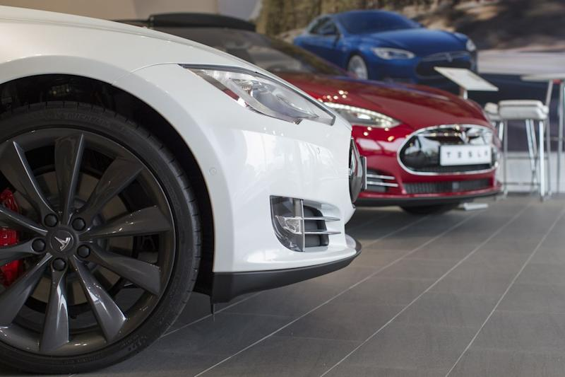 Tesla Manufacturing Woes and Fatal Crash Combine to Sink Shares