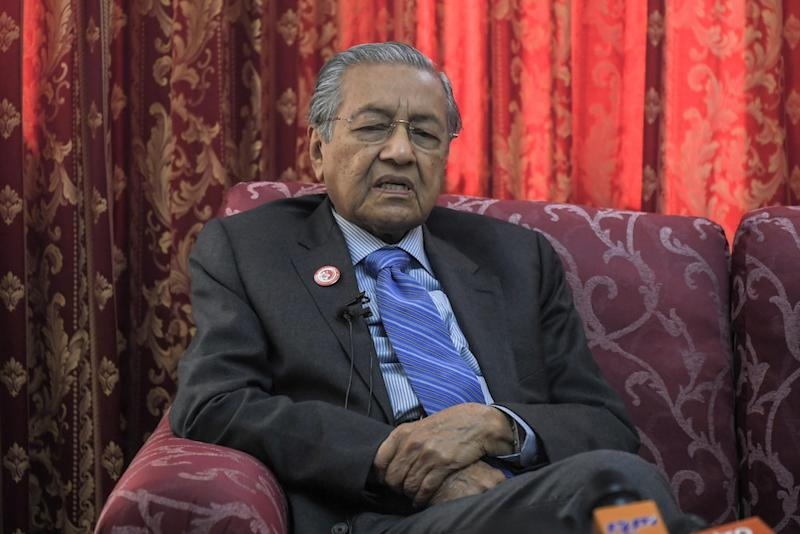 Muhd Arshad pointed out that Dr Mahathir had led the country during the 1997 Asian financial crisis and believes the latter will be able to bring the country around this time too. — Bernama pic