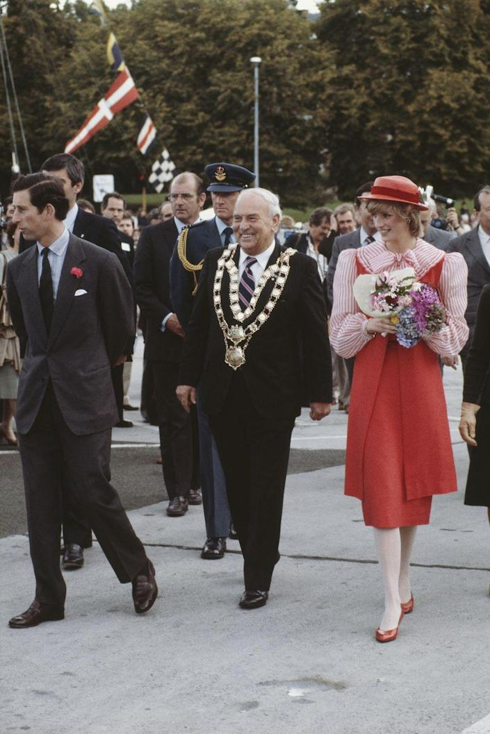 <p>Charles and Diana arrive in Hobart, Tasmania. The princess wears a Bellville Sassoon suit and hat by John Boyd. </p>