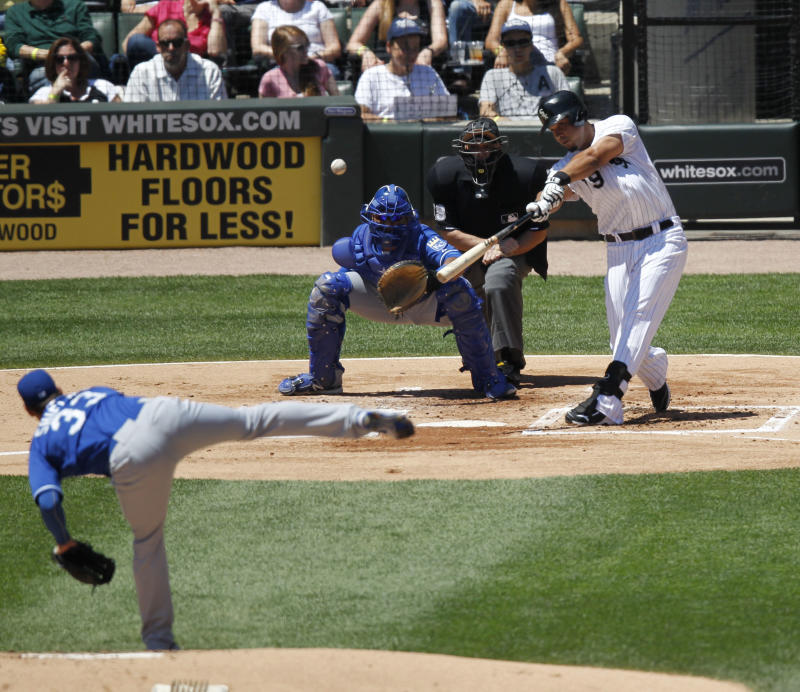Royals beat White Sox 2-1 with run in 9th
