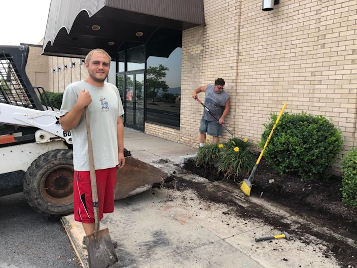 """Tim Merli, of Jessup, Pa., says he has never voted in a presidential election but plans to vote for President Trump. He is rebuilding the curb at the old mall in Wilkes-Barre. <span class=""""copyright"""">(Noah Bierman / Los Angeles Times)</span>"""