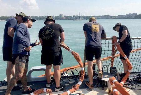 U.S. Navy and Marine Corps divers provide support to the USS John S. McCain (DDG 56) at Changi Naval Base, Singapore August 23, 2017.  Master Chief Joshua Dumke/U.S. Navy Handout via REUTERS