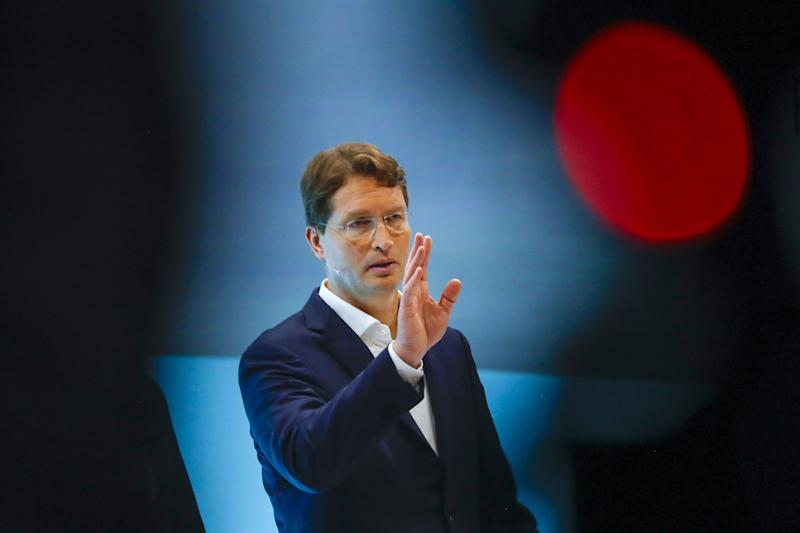 Daimler Sharpens Cost Cutting With Sales Recovery on Horizon