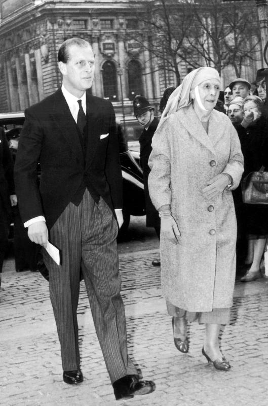 UNITED KINGDOM - JULY 03: The Duke of Edinburgh escorting his mother, the Princess Alice of BATTENBERG , upon arriving at Westminster Abbey on July 3, 1960. (Photo by Keystone-France/Gamma-Keystone via Getty Images)