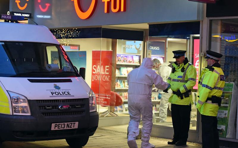 Merseyside Police surround TUI travel shop on Chapel Street in Southport - Liverpool Echo