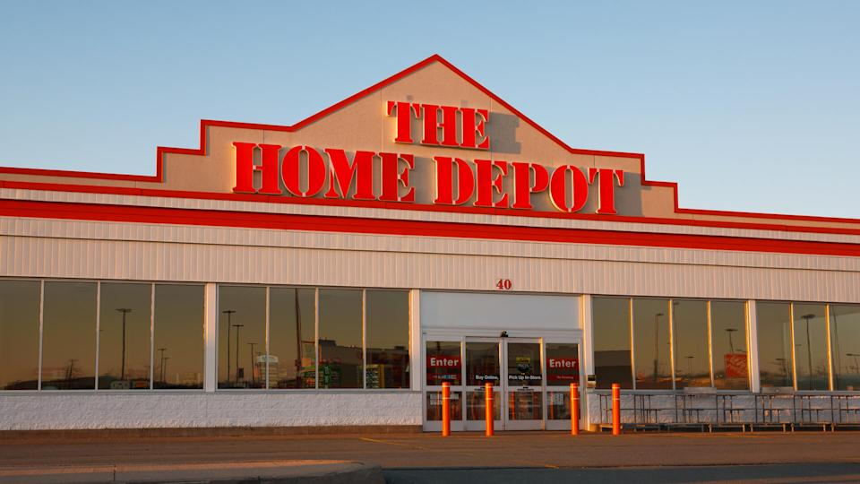 DARTMOUTH, CANADA - APRIL 06, 2014: The Home Depot Retail outlet.