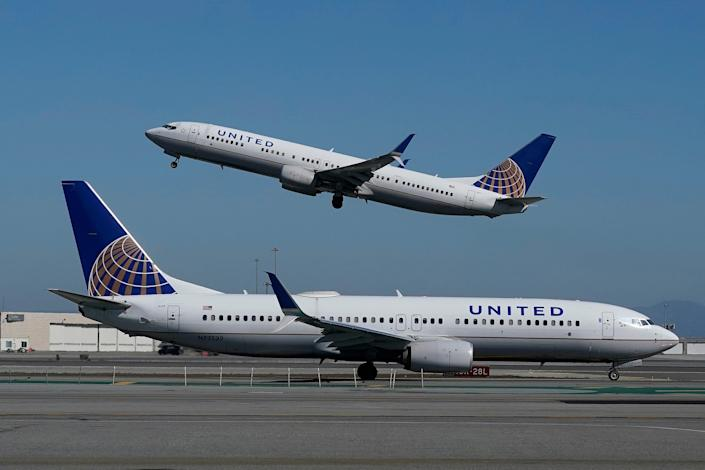 United Airlines Planes Landing