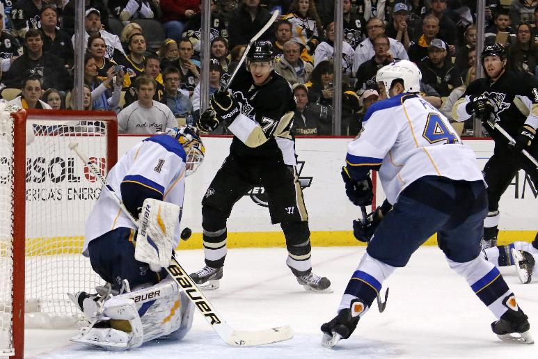 Backes' late goal lifts Blues by Penguins 1-0
