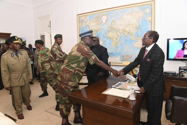 <p>Zimbabwean President, Robert Mugabe, meets with Defence Forces Generals in Harare at State House , Sunday, Nov, 19, 2017. Members of the ZANU PF Central committee fired Mugabe as chief and replaced him with dismissed deputy President, Emmerson Mnangagwa on Sunday. (Photo: AP) </p>