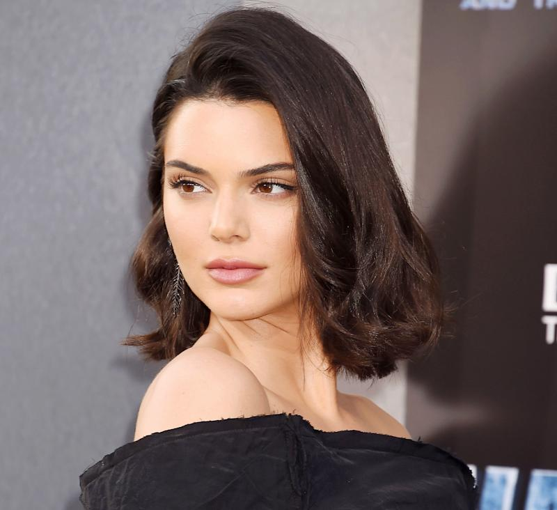Kendall Jenner Imitating Sister Kylier Jenner Is Leaving The Viewers In Splits!