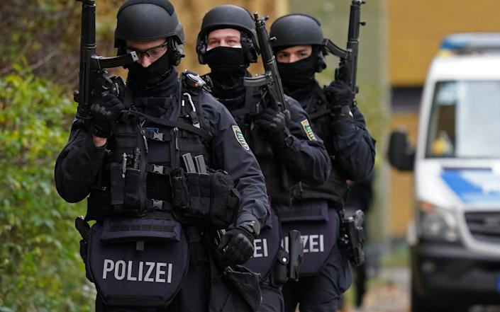 BERLIN, GERMANY - NOVEMBER 17: Heavily-armed police walk outside an apartment building in Kreuzberg district during raids in which police arrested three suspects in connection with last year's spectacular robbery in the Gruenes Gewoelbe museum in Dresden on November 17, 2020 in Berlin, Germany. On November 25, 2019, thieves entered the museum and stole a wide variety of priceless jewels. (Photo by Sean Gallup/Getty Images) - Sean Gallup/Getty Images Europe
