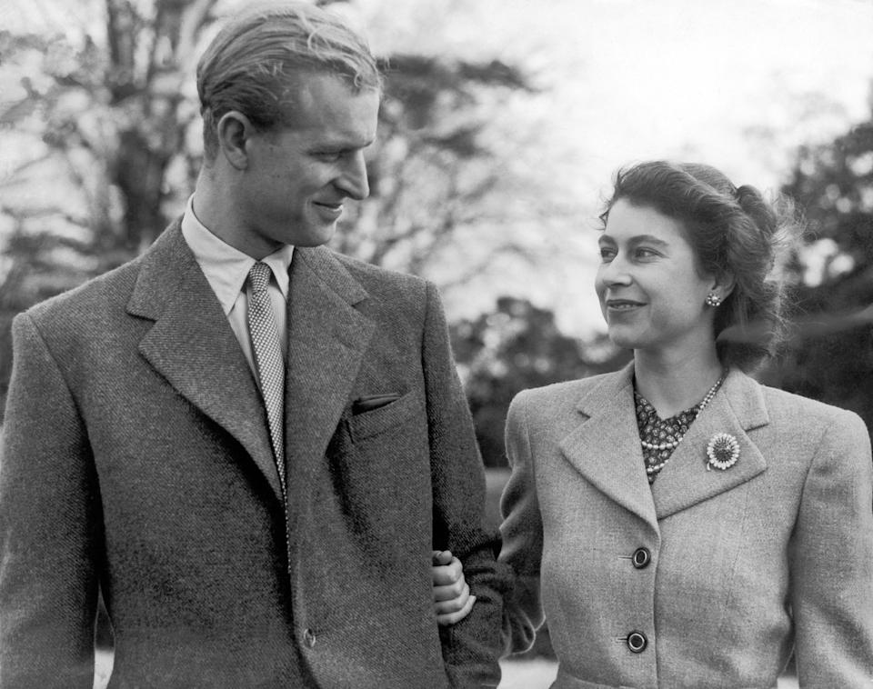 UNITED KINGDOM - NOVEMBER 23:  Princess ELIZABETH and the Duke of EDINBURGH make a charming picture when they specially posed for the camera at Broadlands, Romsey, where they are spending their honeymoon.  (Photo by Keystone-France/Gamma-Keystone via Getty Images)