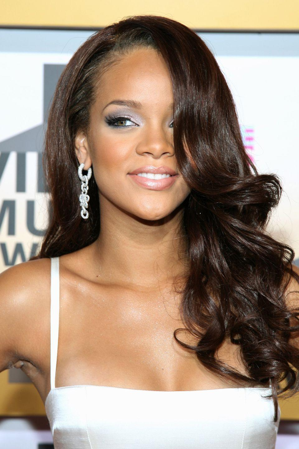 <p>Rihanna wears big, loose waves for a glamorous look. </p>