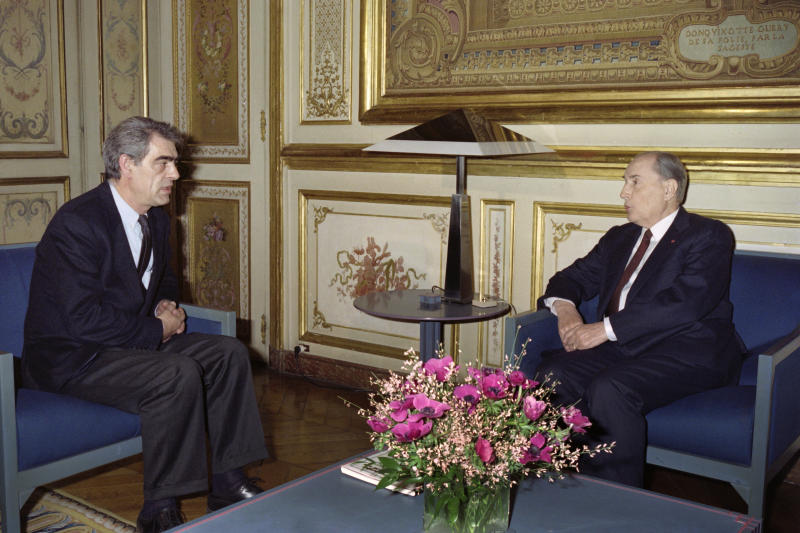French President Fran�ois Mitterrand (R) receives on January 23, 1992 newly elected French National Assembly's socialist President Henry Emmanuelli at Elysee Palace in Paris. / AFP PHOTO / -