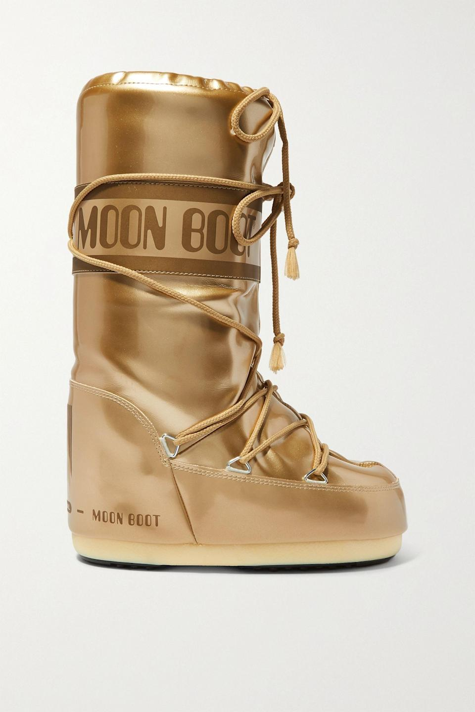 "<p><strong>Moon Boot</strong></p><p>net-a-porter.com</p><p><strong>$160.00</strong></p><p><a href=""https://go.redirectingat.com?id=74968X1596630&url=https%3A%2F%2Fwww.net-a-porter.com%2Fen-us%2Fshop%2Fproduct%2Fmoon-boot%2Fglance-metallic-shell-and-rubber-snow-boots%2F1164179&sref=https%3A%2F%2Fwww.townandcountrymag.com%2Fstyle%2Ffashion-trends%2Fg13532208%2Fwhat-to-wear-skiing%2F"" rel=""nofollow noopener"" target=""_blank"" data-ylk=""slk:Shop Now"" class=""link rapid-noclick-resp"">Shop Now</a></p><p>How fun are these metallic moon boots?</p>"