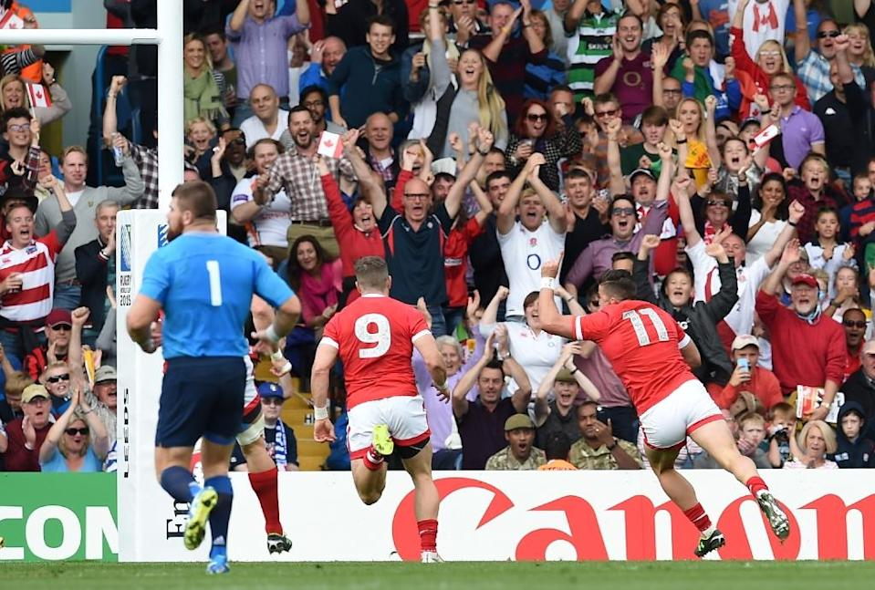 Canada's wing DTH van der Merwe (R) scores the best try of the tournament so far during a Pool D match against Italy at Elland Road, on September 26, 2015 (AFP Photo/Paul Ellis)