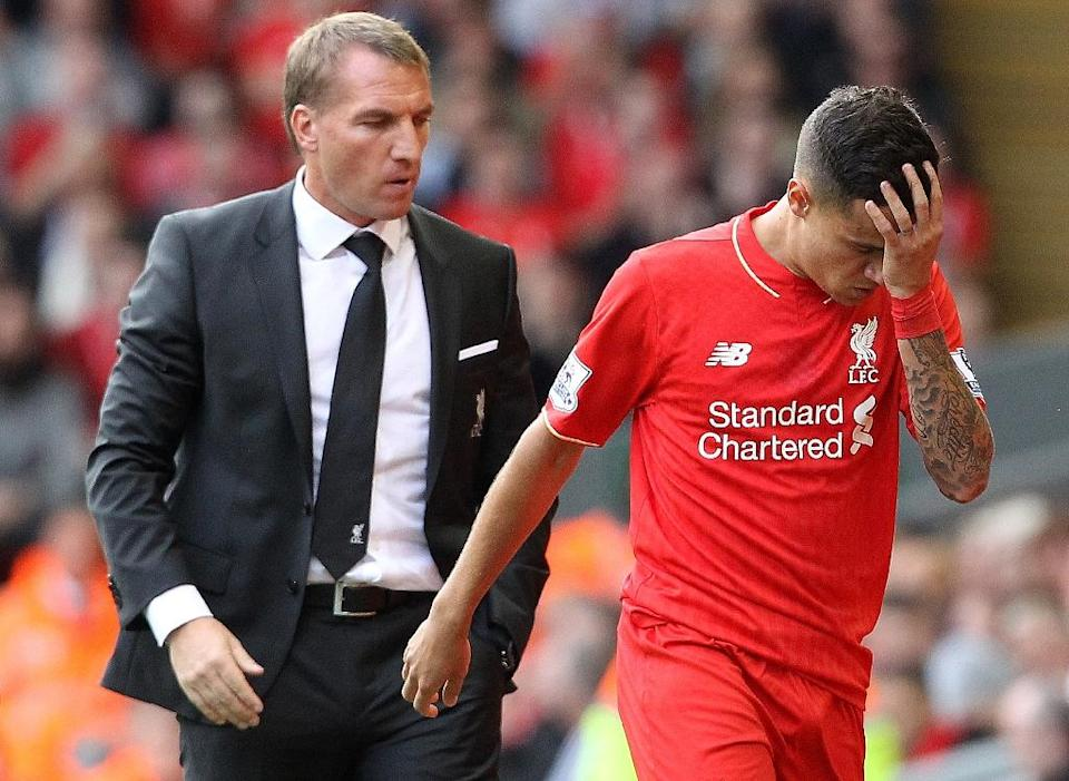 Liverpool's Philippe Coutinho leaves the field after receiving red card, as manager Brendan Rogers looks on, during their English Premier League match against West Ham, at the Anfield stadium in Liverpool, on August 29, 2015 (AFP Photo/Lindsey Parnaby)