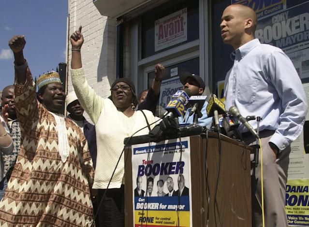 Then mayoral candidate Cory Booker outside his campaign headquarters in Newark in 2002. (Photo: Mike Derer/AP)