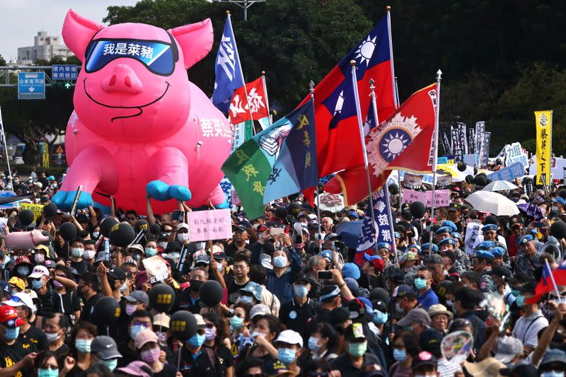 People join a protest to oppose the import of U.S. pork containing ractopamine, an additive that enhances leanness in Taipei