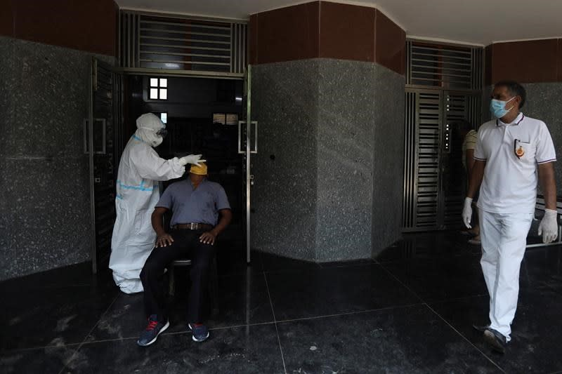 India now 2nd behind US in virus cases amid economic pain