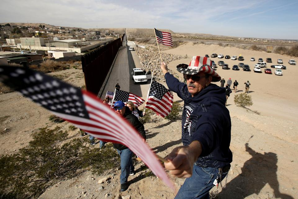 U.S demonstrators hold U.S flags at the open border to make a human wall in support of the construction of the new border wall between U.S and Mexico in Ciudad Juarez, Mexico February 9, 2019. REUTERS/Jose Luis Gonzalez     TPX IMAGES OF THE DAY